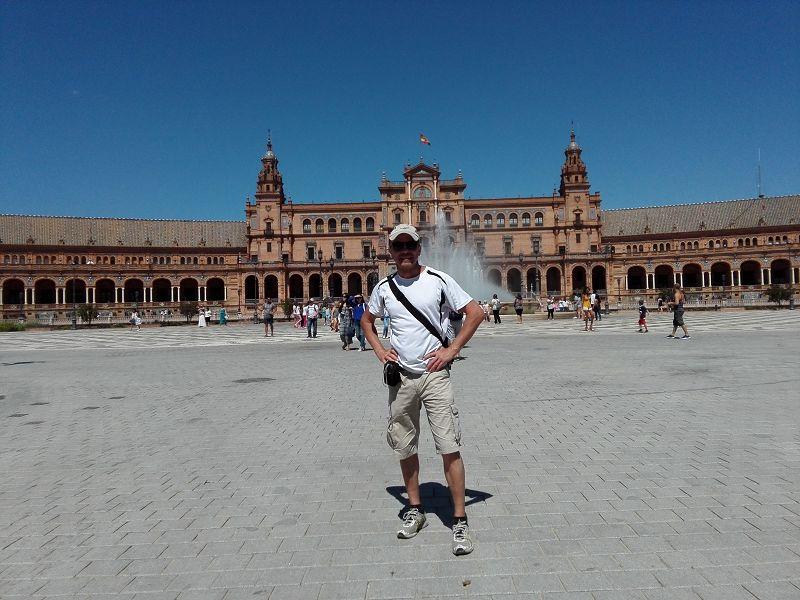 Am Plaza de Espana in Sevilla