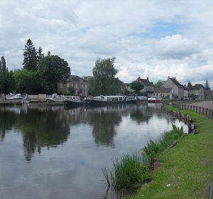 Fluss in der Nähe von Dijon