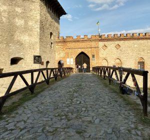 Einfahrt über den Burggraben
