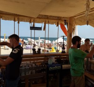 Das Bier kostet auch nur 1 Euro an der Strandbar