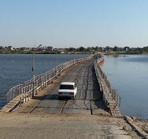 Schwimmende Brücke über die Wolga