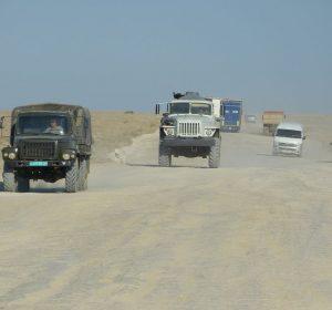 Wüstenralley auf unbefestigter Straße