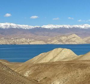 malerische Landschaft am Toktogul Reservoir