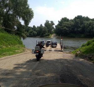 Flussüberquerung in Ungarn