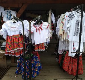 Trachtenstand in Sapanta