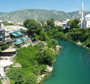 Blick von der Brücke in Mostar