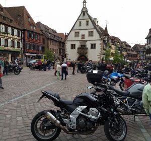 Viele Biker in Obernai